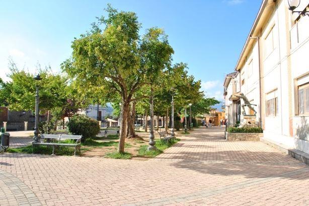Motta Santa Lucia piazza e comune