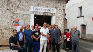 Cattaneo davanti sede associazione carlopolis nel comune di Carlopoli